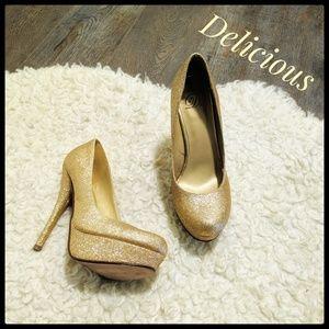 EUC ~ DELICIOUS Gold Stiletto Platform Pumps